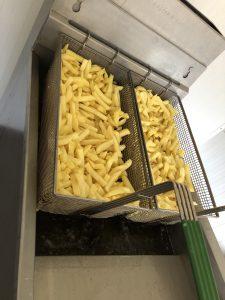 Verse friet voorbakken